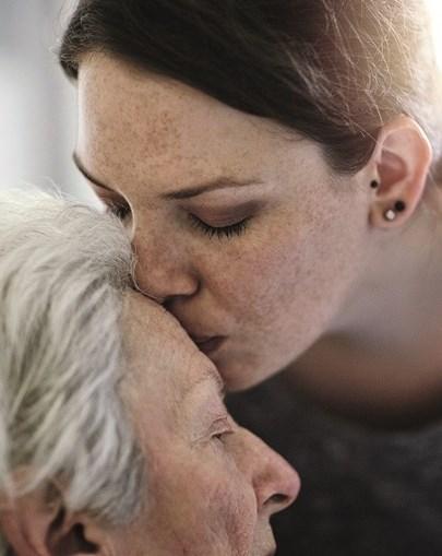 Os mais velhos vivem há mais de um ano sem contacto físico
