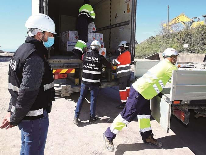 Transporte de explosivos para pedreira em Alhandra