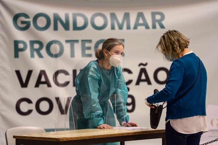 Professores e não docentes vacinados contra a Covid-19