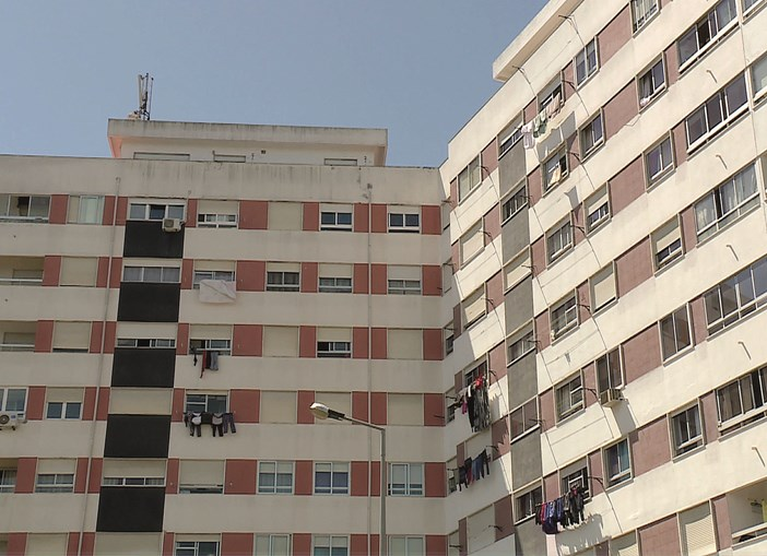 Menino de seis anos morre ao cair do sétimo andar de prédio na Póvoa de Santa Iria