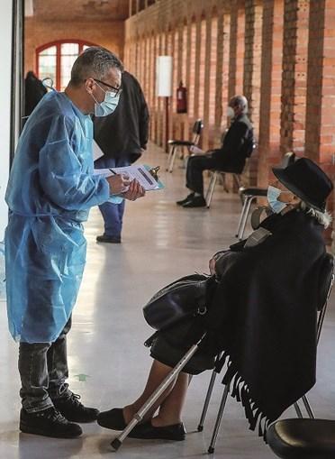 Maiores de 60 anos terão tomado, até ao final de maio, pelo menos uma dose da vacina