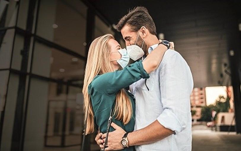 Pandemia também dificultou os namoros ao longo do último ano