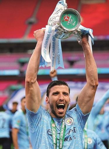 Rúben Dias, de 23 anos, somou este domingo o primeiro troféu em Inglaterra