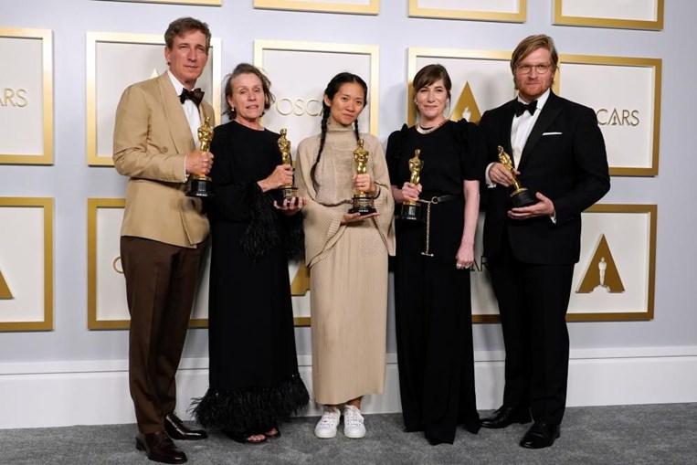 Equipa celebra três Óscares de 'Nomadland – Sobreviver na América'