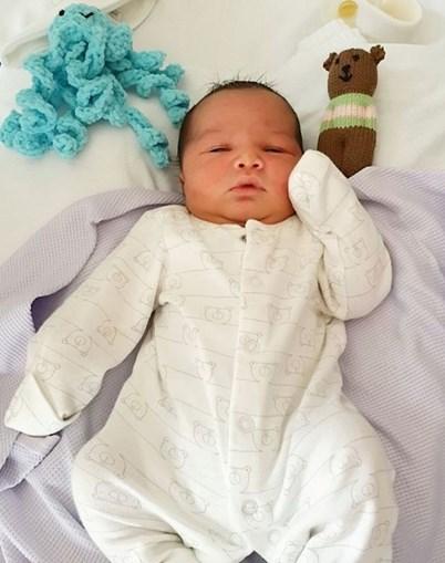 Polícia de Birmingham revelou fotografias do recém-nascido