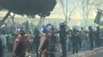 Centenas de adeptos em Alvalade obrigam a intervenção da polícia para acalmar ânimos. Veja as imagens