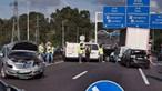 Duas pessoas encarceradas em acidente com dez carros na A41