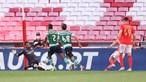Benfica vence campeões e continua na luta pelo segundo lugar na Liga