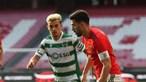 Benfica trava campeão invicto em dérbi na Luz