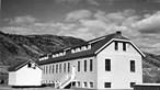Restos mortais de 215 crianças indígenas encontrados em antiga escola no Canadá