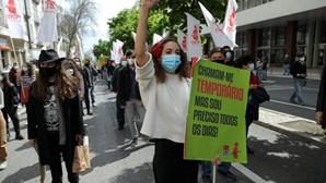 1.º de Maio. Trabalhadores saíram à rua em várias partes do mundo com restrições e incidentes