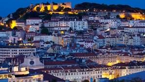 Multidão de 500 pessoas leva PSP a Miradouro de Lisboa
