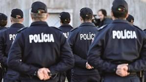 Agentes da PSP apanham dupla armada a roubar jovens em Massamá