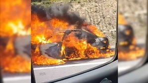 Carro arde na A41 em Santa Maria da Feira