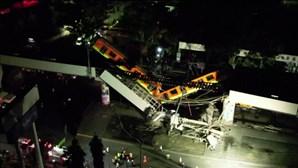 Imagens de drone mostram viaduto do metro que desabou no México