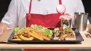 Desossado e sem gordura: Vira frangos abre novo espaço em Lisboa