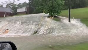 Tornado e inundações atingem estado norte-americano do Alabama