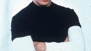Morreu o modelo e cantor Nick Kamen, artista que deu voz a canção escrita por Madonna