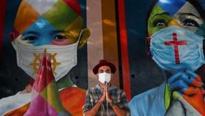 Graffiti em São Paulo homenageia vítimas da Covid-19