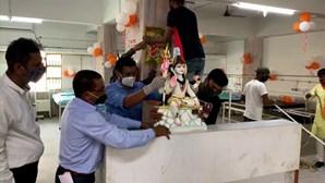 Templo indiano transformado em centro de cuidados para pacientes Covid-19