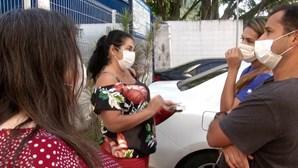 Residentes do Rio de Janeiro indignados com escassez de vacinas da Pfizer
