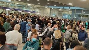 Greve do SEF provoca ajuntamento de pessoas no Aeroporto de Lisboa