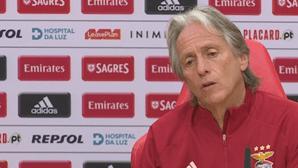 Jorge Jesus limpa balneário do Benfica para época 2021/2022