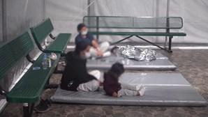 Vídeo mostra novas instalações para migrantes na fronteira dos EUA com o México