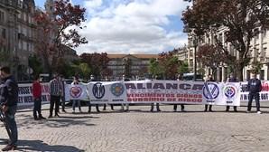 """PSP, enfermeiros, lesados do BES e oficiais de justiça pedem """"atenção"""" durante manifestação no Porto"""