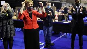Sturgeon avança com novo referendo de independência na Escócia