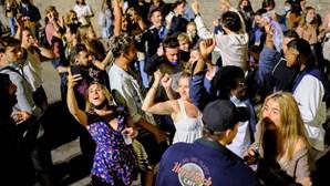 """'Botellón', festas, e gritos de """"liberdade"""": Espanhóis invadiram as ruas após fim do estado de emergência"""