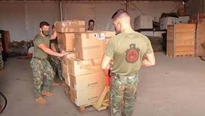 Militares portugueses doam material escolar, roupas e brinquedos a crianças de Bangui