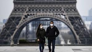 França soma mais de 1 100 doentes Covid nos cuidados intensivos