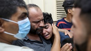 Pelo menos três crianças entre os novos mortos em ataque à bomba na mesquita de Al-Aqsa em Israel