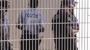 Jovens arrancam unhas a colega na sala de aula em escola da Amadora