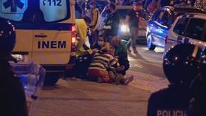 Adeptos assistidos no local após confrontos com polícia