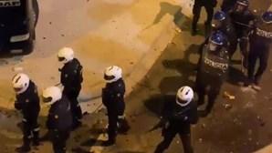 Polícia e adeptos do Sporting em confrontos no exterior do Estádio de Alvalade