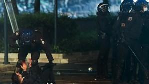 Violentos confrontos entre polícia e adeptos do Sporting provocam debandada no Marquês de Pombal