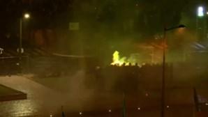 Desacatos entre polícia e adeptos do Sporting no Marquês de Pombal. Veja em direto