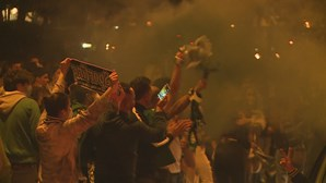 Adeptos do Sporting saíram à rua em Leiria para festejar conquista do campeonato