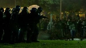 Polícia dispara em direção a adeptos do Sporting durante comemorações do título