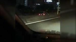 Condutor filma carro em contramão na A5 entre Miraflores e Carnaxide. Veja as imagens