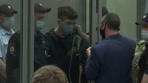 Suspeito de tiroteio em escola russa fica em prisão preventiva