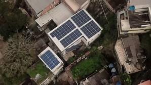 Painéis de energia solar chegam às favelas do Rio de Janeiro