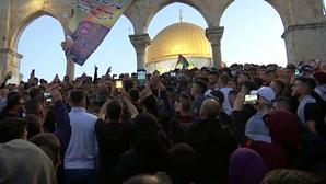 Palestinianos celebram fim do jejum do Ramadão apesar do conflito aceso com Israel