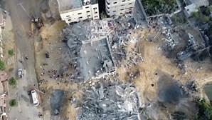 A destruição em Gaza na manhã do feriado muçulmano Eid al-Fitr