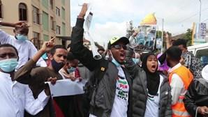 Polícia do Quénia lança gás lacrimogéneo e prende manifestantes pró-Palestina