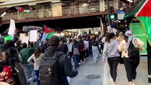 Manifestantes pró-Palestina saem às ruas de Chicago à medida que conflitos em Gaza se intensificam