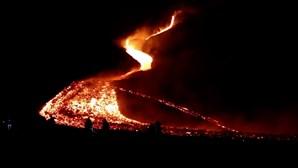 Guatemaltecos realizam procissão até ao vulcão Pacaya e rezam pelo fim da erupção