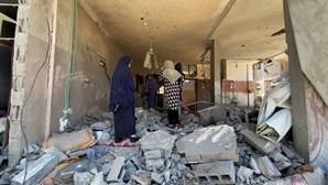 O rasto de destruição em Gaza após bombardeamentos israelitas